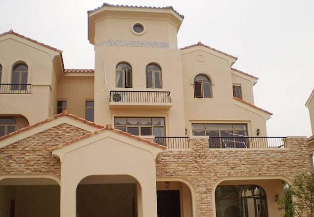 真石漆了,因为现在的房子不像以前了越建越高,贴外墙砖不能保证安全性