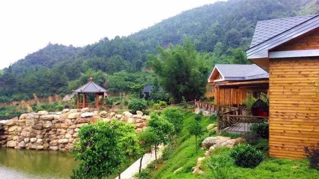 据了解,幽兰谷风景区位于翁源县翁城镇凹头山森林公园内,是一个融