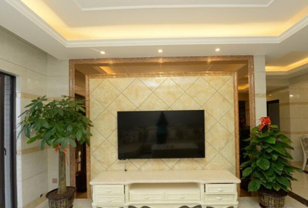 简单石膏线吊顶造型绕两圈,打造108平两居室新家,效果图片