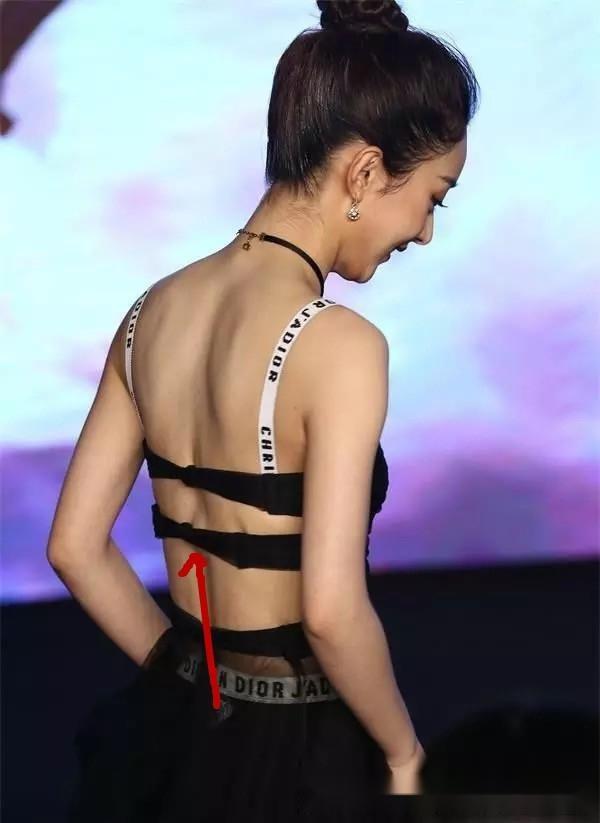 同一件内衣外穿,赵丽颖衣品获赞,关晓彤遭批接受不了