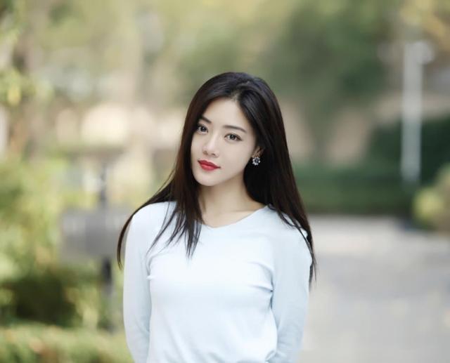 12月2日报道,邓家佳出演《爱情公寓》里的唐悠悠,5相信也快了!