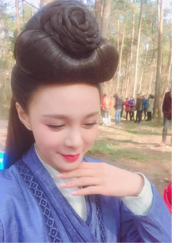 女星古装造型,杨幂头顶鸡毛,郑爽三根刘海,刘晓庆无法