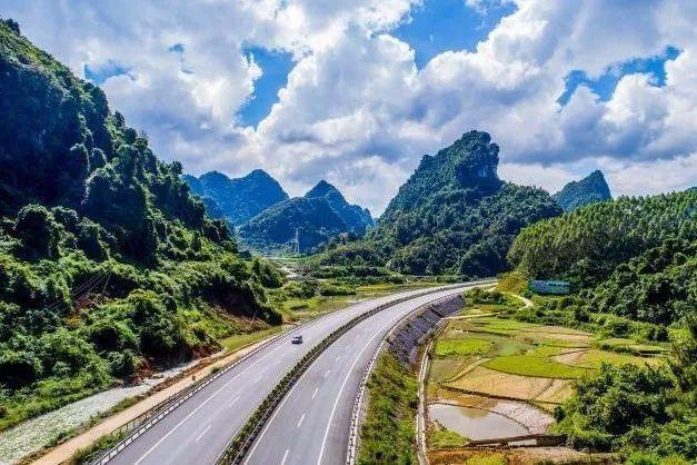 横5岑溪(筋竹)至百色(罗村口)高速公路,全长721公里(支线武宣~平果