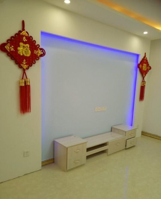 客厅,电视墙简单的做了个造型,这样对于一个农村小伙来说已...