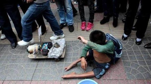 乞讨残疾儿童凄惨照片