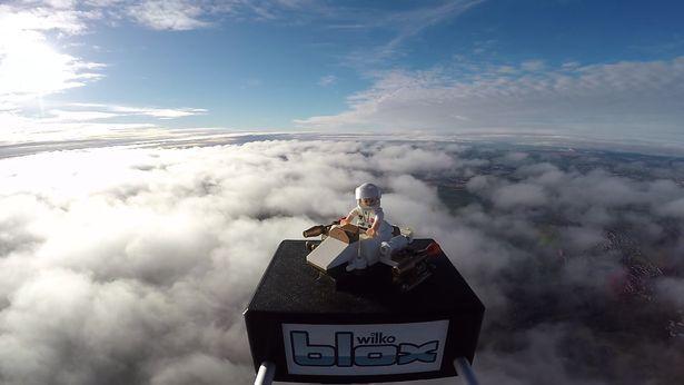 9岁娃玩具飞行高度超飞机2倍至太空边缘,还拍回太空