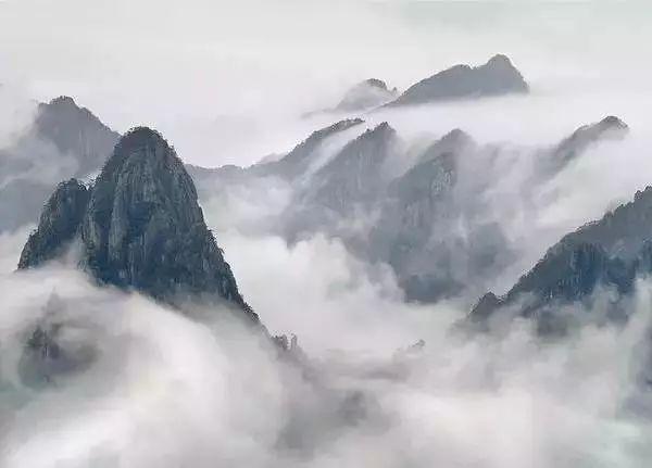 庐山不仅风景秀丽,而且文化内涵深厚,曾有1500余位诗文名家登临庐山