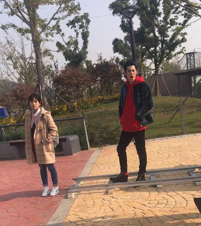 的路透照,路透的是王鹤棣饰演的道明寺和沈月饰演的杉菜,两人在片场上