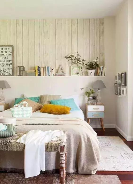 床头背景墙可以根据自己喜欢的类型 加上自己独特的设计或代表风格