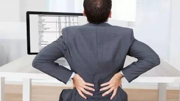 青壮年莫名腰背痛 警惕强直性脊柱炎