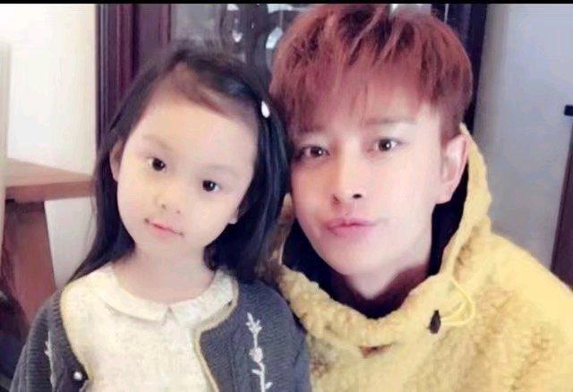 李小璐能回归家庭,这无疑是对贾乃亮和甜馨最好的.
