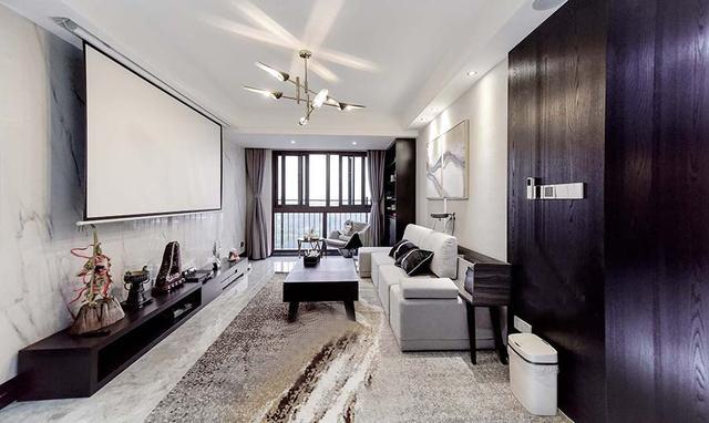 客厅电视背景墙用投影仪代替,在家也能打造出专属影院的效果