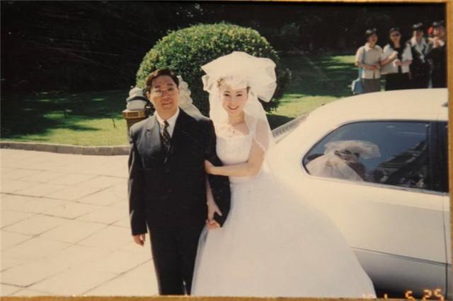 红楼梦匹�f9.�_凭《红楼梦》走红,今被丈夫宠坏,49岁坐豪车去银行取