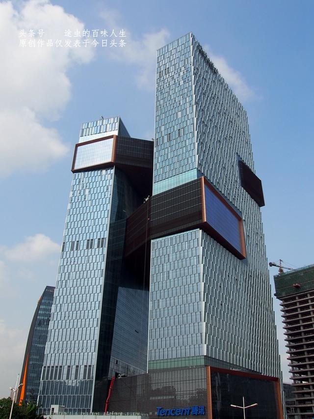 阿里中心位于深圳后海中心,总建筑面积约12万平方米,由地上4栋塔楼及