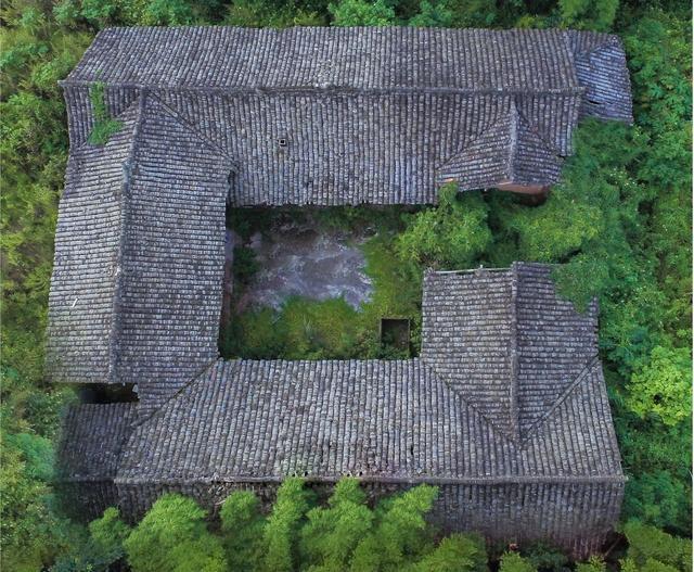 农村前出厦房子图片