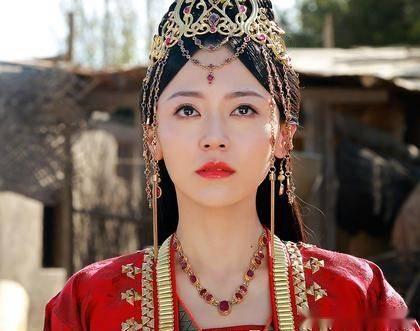 可是,如果元凌真的娶了朵霞公主,那凤卿尘怎么办呢?