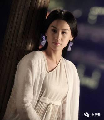 她主演的电影《白蛇传说》不光获得2011年中国内地国庆档票房冠军