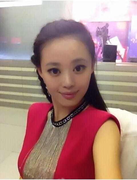 邱园园有一段完美的校园恋情,他的男朋友张祺宣是河南新乡人,也是她的