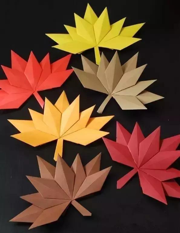 小枫叶精灵折纸手工,正好做幼儿园的圣诞花环,活泼中