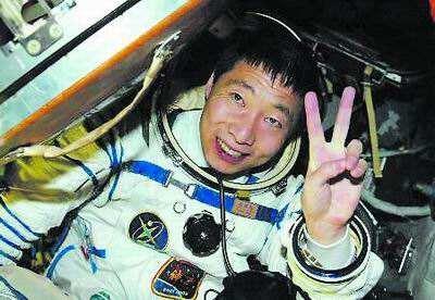 中国首次飞向太空却遇到诡异声音敲门, 宇航员杨利伟