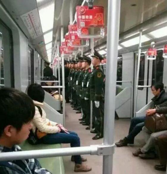 """军人坐火车被埋怨不让座,网友怒怼""""巨婴""""乘客:别给群众丢人 网络热点 第19张"""