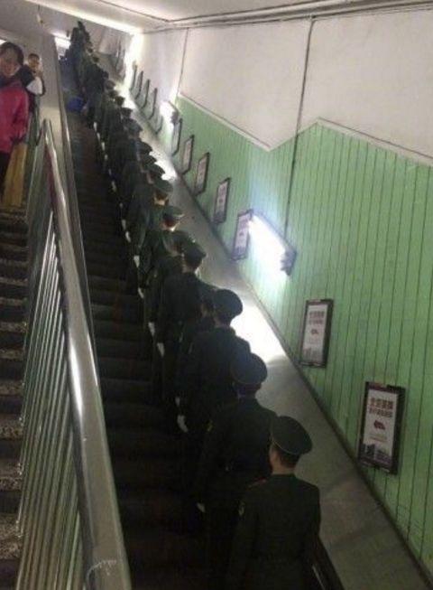 """军人坐火车被埋怨不让座,网友怒怼""""巨婴""""乘客:别给群众丢人 网络热点 第18张"""