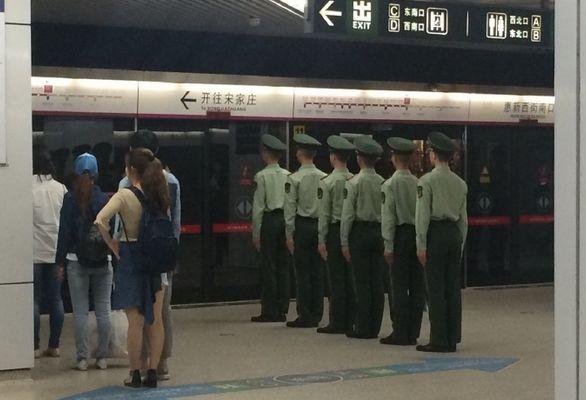 """军人坐火车被埋怨不让座,网友怒怼""""巨婴""""乘客:别给群众丢人 网络热点 第17张"""