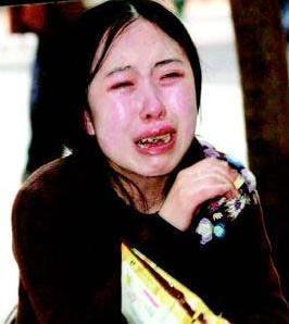 她苦追刘德华13年,逼父亲卖肾母亲乞讨,谁该为追星惨剧负责? 网络热点 第3张