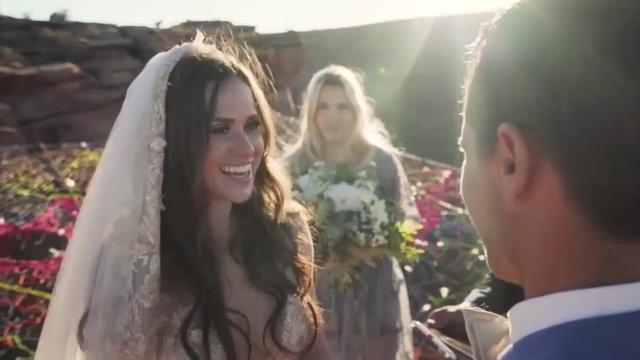 国外情侣追求刺激,一百多米高空上办婚礼!