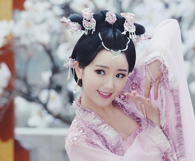 毛晓彤在《锦绣未央》中9个造型,导演怕是对姿色普通有什么误会 电视综艺 第21张