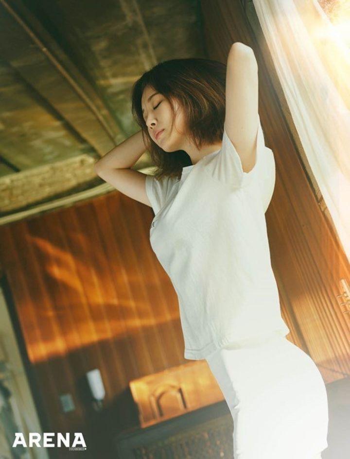 Yura《ARENA》二月刊画报公开 慵懒迷人性感美貌升级 时尚潮流 第4张