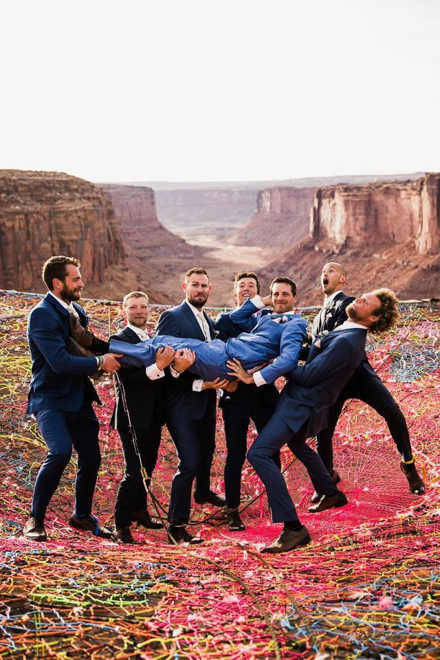 国外情侣追求刺激,一百多米高空上办婚礼! 网络热点 第3张