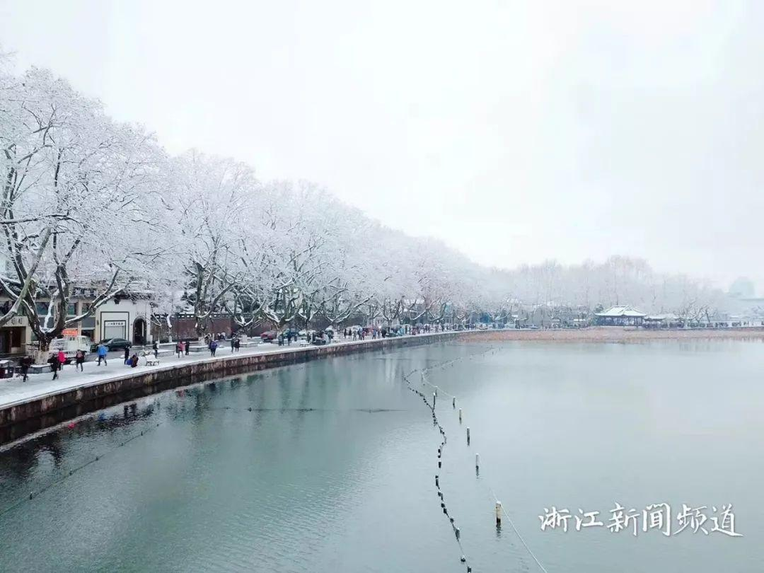 真•断桥残雪终于出现了(美哭!), 西湖边已是人从众人人从众从众人人人 网络热点 第12张