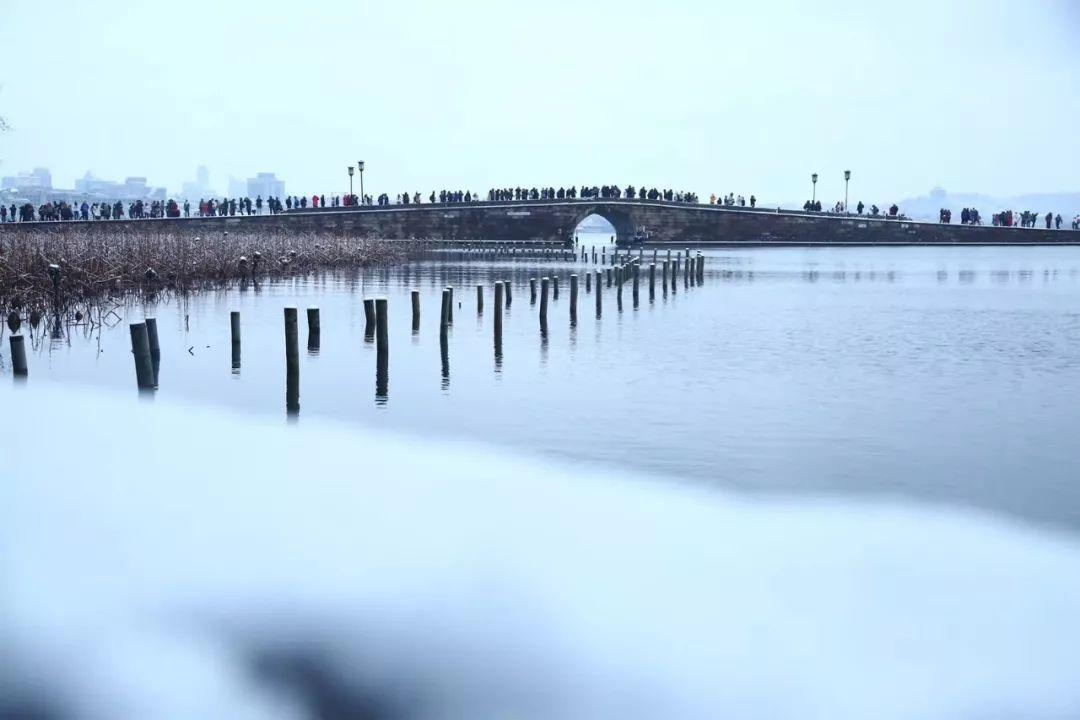 真•断桥残雪终于出现了(美哭!), 西湖边已是人从众人人从众从众人人人