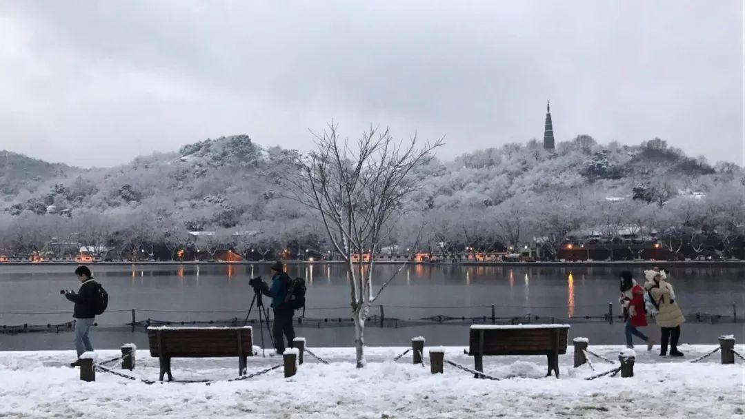 真•断桥残雪终于出现了(美哭!), 西湖边已是人从众人人从众从众人人人 网络热点 第21张