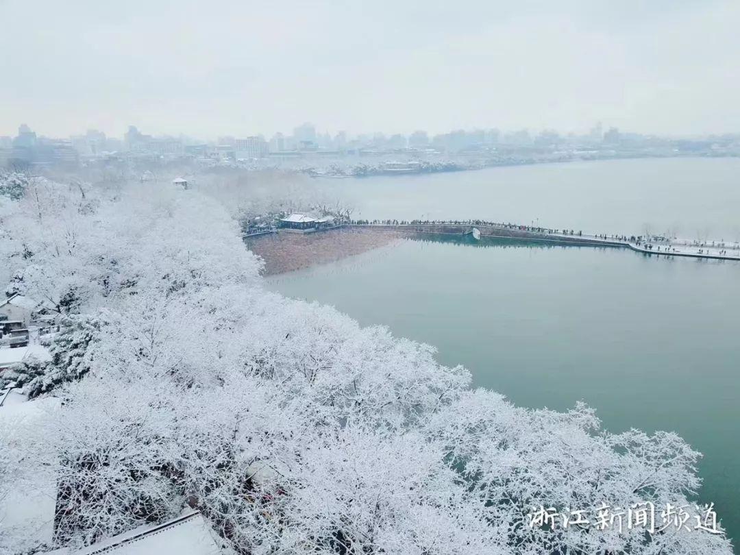 真•断桥残雪终于出现了(美哭!), 西湖边已是人从众人人从众从众人人人 网络热点 第9张